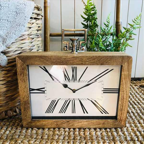 שעון מודרני שילוב עץ