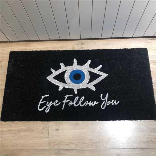 שטיח Eye follow you במבוק שחור