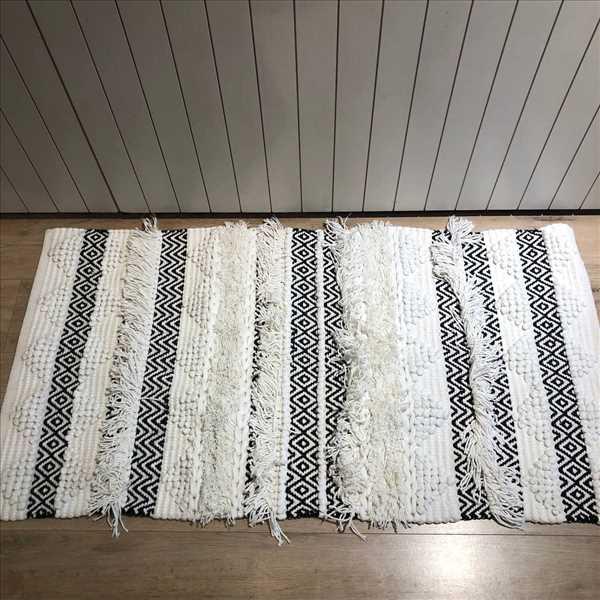 שטיח בוהו פרנזים לבן שחור SOLD OUT
