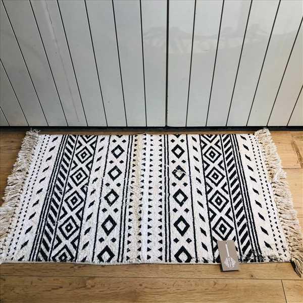 שטיח אמבטיה גיאומטרי לבן