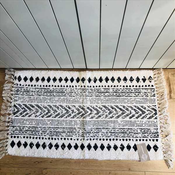שטיח אמבטיה בוהו לבן
