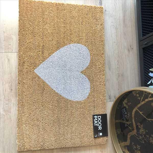 שטיח סף לב לבן